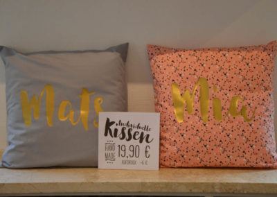 BOGG Design Laden von innen - bedruckte Kissen